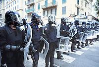 - manifestations against the international G8 summit in Genoa, July 2001, police security service....- manifestazioni contro il summit internazionale G8 a Genova nel luglio 2001, servizio di sicurezza dei Carabinieri