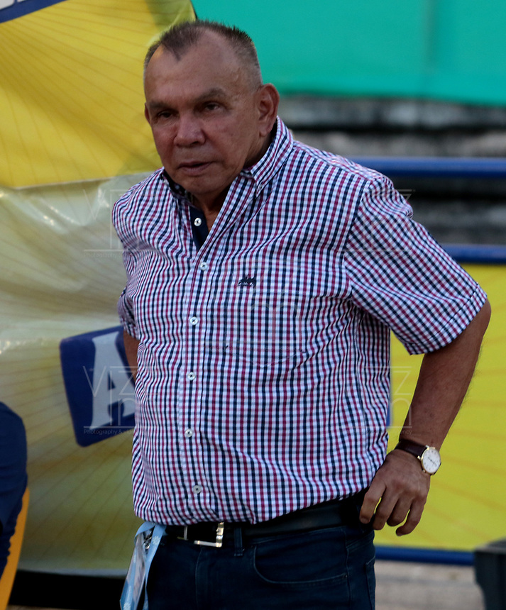 NEIVA-COLOMBIA, 04-09-2019: Jorge Luis Bernal, técnico de Atlético Huila, durante partido aplazado entre Atlético Huila y Cúcuta Deportivo, de la fecha 7 por la Liga Águila II 2019 en el estadio Guillermo Plazas Alcid en la ciudad de Neiva. / Jorge Luis Bernal, coach of Atletico Huila, during a posponed match between Atletico Huila and Cucuta Deportivo of the 7th date for the Aguila Leguaje II 2019 at the Guillermo Plazas Alcid Stadium in Neiva city. Photo: VizzorImage  / Sergio Reyes / Cont.