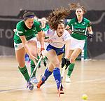 Almere - Zaalhockey Kampong-Push . Lisa Gerritsen (r) met Marijke Verberne.     COPYRIGHT KOEN SUYK
