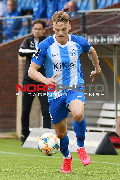 12.06.2020, Hänsch-Arena, Meppen, GER, 3.FBL, SV Meppen vs. Hallescher FC, <br /> <br /> im Bild<br /> Rene Guder (SV Meppen, 18) am Ball.<br /> <br /> <br /> DFL REGULATIONS PROHIBIT ANY USE OF PHOTOGRAPHS AS IMAGE SEQUENCES AND/OR QUASI-VIDEO<br /> <br /> Foto © nordphoto / Paetzel