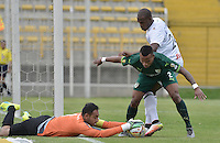 BOGOTÁ -COLOMBIA, 30-04-2016. Diego Alejandro Novoa (Izq) arquero y Yesid Aponza (C) de La Equidad disputan el balón con Oscar Estupiñan (Der) de Once Caldas durante partido por la fecha 16 de la Liga Águila I 2016 jugado en el estadio Metropolitano de Techo de la ciudad de Bogotá./ Diego Alejandro Novoa (L) goalkeeper and Yesid Aponza (C) of La Equidad vies for the ball with Oscar Estupiñan (C) player of Once Caldas during the match for the date 16 of the Aguila League I 2016 played at Metropolitano de Techo stadium in Bogotá city. Photo: VizzorImage/ Gabriel Aponte / Staff