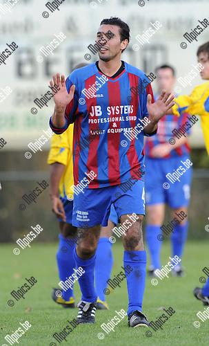 2010-10-31 / Voetbal / seizoen 2010-2011 / SK Rapid Leest - Wuustwezel FC / Nordin Achbari..Foto: Mpics