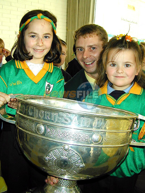Megan Lyons, Stameen and Katie Gough, Stameen with Cormac Murphy and The Sam Maguire in Laytown National school on Friday..Picture Paul Mohan Newsfile