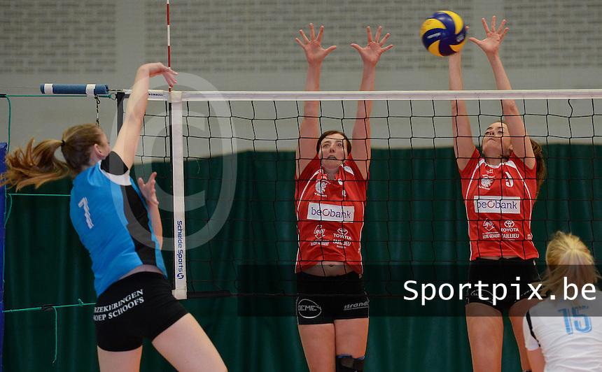 BEVO Roeselare - Wevoc Wellen : Bieke Beyens (midden) en Saida Quivron (r) blokken de poging van Celine Ieven (links) af<br /> Foto DAVID CATRY | VDB | Bart Vandenbroucke