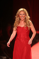 LEE ANN WOMACK 2006<br /> THE HEART TRUTH''  RED DRESS COLLECTION FASHION SHOW AT BRYANT PARK<br /> Photo By John Barrett/PHOTOlink.net
