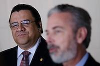 BRASÍLIA, DF, 09 DE FEVEREIRO DE 2011 - BRASÍLIA/DF - Ministro das Relações Exteriores, Antonio de Aguiar Patriota, e o Secretário de Estado das Relações Exteriores de Honduras, Arturo Corrales Álvarez, concedem entrevista coletiva no hall do Palácio do Itamaraty em Brasília.  (FOTO: PEDRO FRANÇA / NEWS FREE)