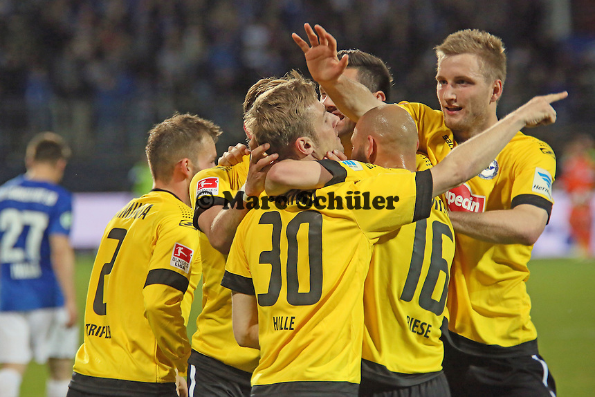 Sebastian Hille (Bielefeld) jubelt über sein Tor zum 3:1 - SV Darmstadt 98 vs. Armina Bielefeld, Stadion am Böllenfalltor