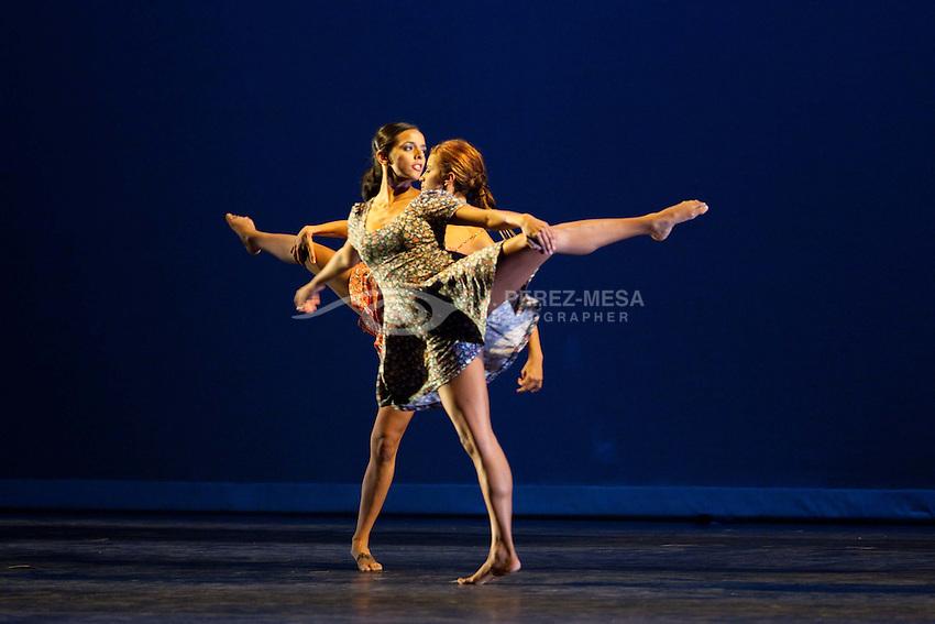 """Trayectos"" by choreographer Rocio Espada, performed by Hincapie. Dancers Astrid Burgos, Lucia Maysonet, Marili pizarro, Nicole Soto, Natalia Fajardo, Rocio Espada and Alexander.Rizik"