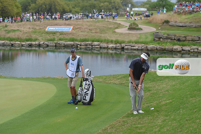 Bubba Watson (USA) chips on to 11 during day 5 of the World Golf Championships, Dell Match Play, Austin Country Club, Austin, Texas. 3/25/2018.<br /> Picture: Golffile | Ken Murray<br /> <br /> <br /> All photo usage must carry mandatory copyright credit (© Golffile | Ken Murray)