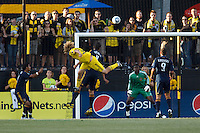 29 MAY 2010:  Steven Lenhart of the Columbus Crew (32) and Galaxy's #1 Donovan Ricketts during MLS soccer game between LA Galaxy vs Columbus Crew at Crew Stadium in Columbus, Ohio on May 29, 2010. Galaxy defeated the Crew 2-0.