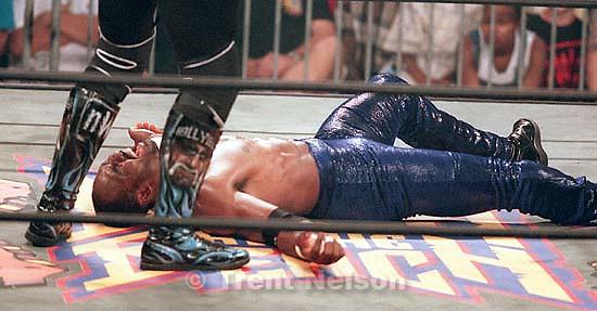 Karl Malone wrestles Hollywood Hulk Hogan at WCW's Bash at the Beach.<br />