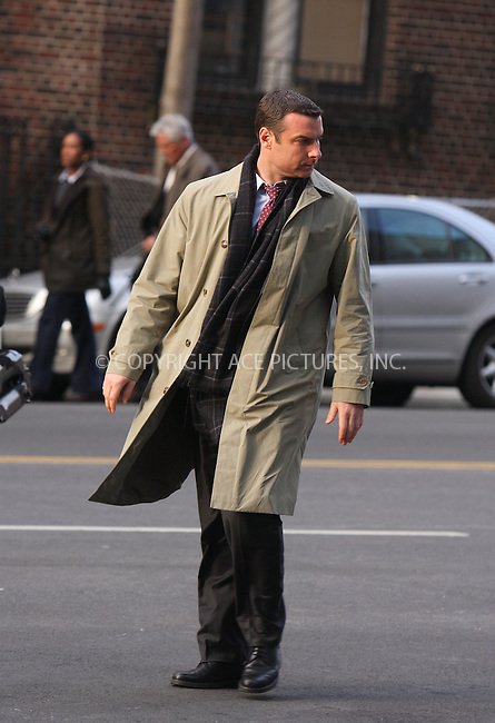 WWW.ACEPIXS.COM . . . . .  ....March 12 2009, New York City....Actor Liev Schreiber on the Manhattan set of the new movie 'Salt' on March 12 2009 in New York City....Please byline: AJ Sokalner - ACEPIXS.COM.... *** ***..Ace Pictures, Inc:  ..(212) 243-8787 or (646) 769 0430..e-mail: picturedesk@acepixs.com..web: http://www.acepixs.com