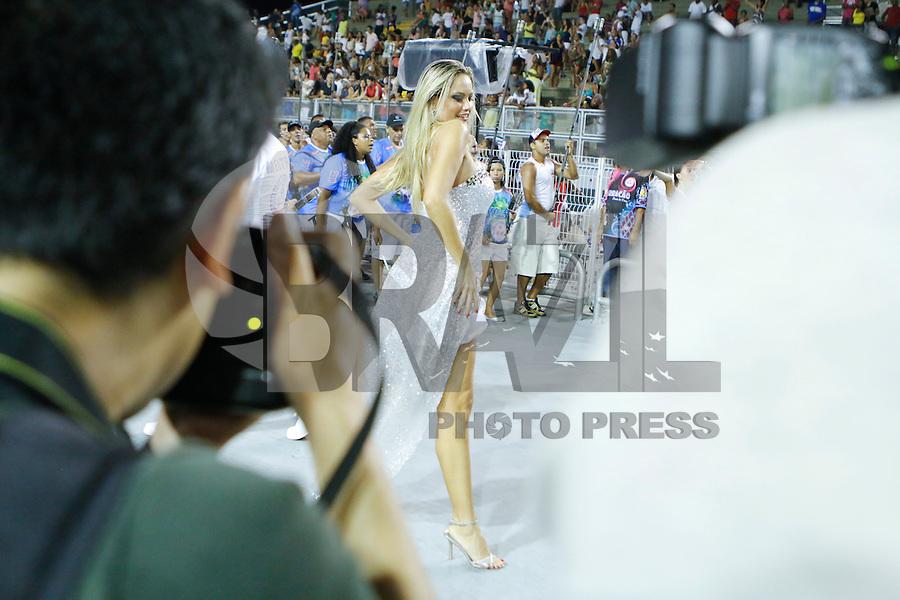 SAO PAULO 08 DE FEVEREIRO DE 2014 - ENSAIO TECNICO DAS ESCOLAS DE SAMBA - ROSAS DE OURO - A Rainha da Bateria Ellen Roche durante ensaio. A Escola de Samba Rosas de Ouro ensaiou no fim da noite de hoje, 08, no Sambódromo, na cidade de São Paulo. foto: Paulo Fischer/Brazl Photo Press.