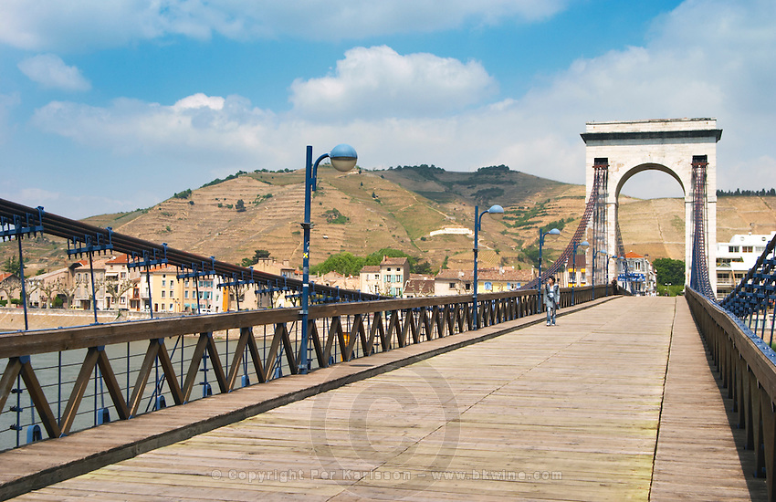 The pedestrian bridge M Seguin crossing the Rhone river between the towns Tournon and Tain l'Hermitage. In the background the Hermitage vineyards.  Tain l'Hermitage, Drome, Drôme, France, Europe