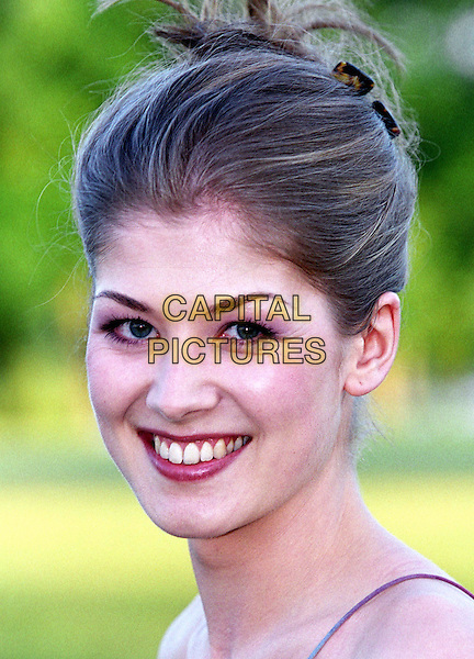 ROSAMUND PIKE.James Bond Celebrity Golf Classic Gala.Ref: 20020628.www.capitalpictures.com.sales@capitalpictures.com.© Capital Pictures