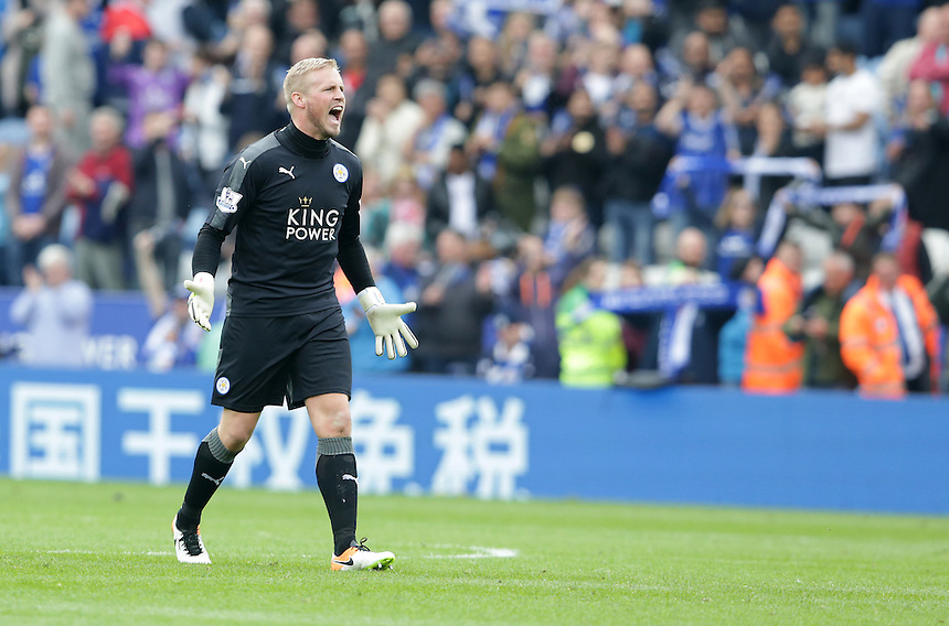 Leicester City's Kasper Schmeichel rouses the crowd at the final whistle<br /> <br /> Photographer Stephen White/CameraSport<br /> <br /> Football - Barclays Premiership - Leicester City v Southampton - Sunday 3rd April 2016 - King Power Stadium - Leicester<br /> <br /> &copy; CameraSport - 43 Linden Ave. Countesthorpe. Leicester. England. LE8 5PG - Tel: +44 (0) 116 277 4147 - admin@camerasport.com - www.camerasport.com