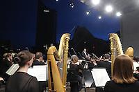 Klassik airLEBEN mit Gewandhausorchester unter Leitung von Riccardo Chailly auf dem Augustusplatz Leipzig - im Bild: Chailly dirigiert sein weltbekannstes Orchester.  Foto: Norman Rembarz