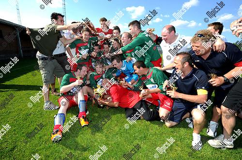 2012-05-27 / Voetbal / seizoen 2011-2012 / Houtvenne wint de beker van Antwerpen ..Foto: Mpics.be