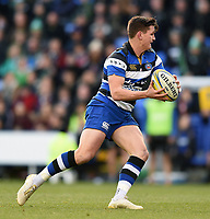 Freddie Burns of Bath Rugby in possession. Aviva Premiership match, between London Irish and Bath Rugby on November 19, 2017 at the Madejski Stadium in Reading, England. Photo by: Patrick Khachfe / Onside Images