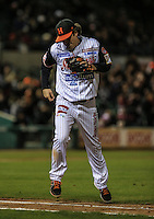 Pitcher Wilmer Rios de  de Naranjeros deja el partido ganado , durante el tercer juego de la Serie entre Tomateros de Culiacán vs Naranjeros de Hermosillo en el Estadio Sonora. Segunda vuelta de la Liga Mexicana del Pacifico (LMP) **26Dici2015.<br /> **CreditoFoto:LuisGutierrez<br /> **<br /> Shares during the third game of the series between Culiacan Tomateros vs Orange sellers of Hermosillo in Sonora Stadium. Second round of the Mexican Pacific League (PML)