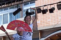 SAO PAULO, SP, 02 DE FEVEREIRO DE 2013 - ANO NOVO CHINES -  Apersentacao de tai chi chuan co leques na festa do Ano Novo Chines, na Praca da Liberdade, zona cental da capital. FOTO RICARDO LOU - BRAZIL PHOTO PRESS