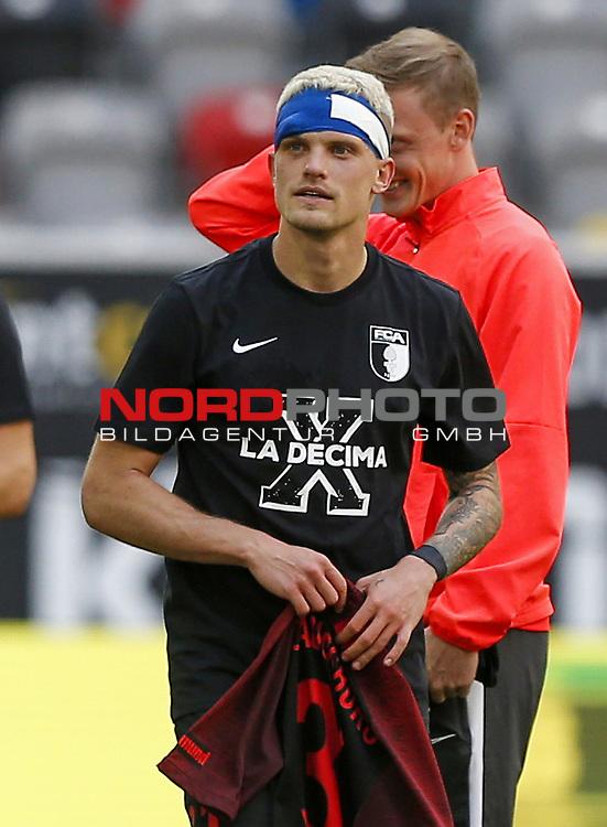 Philipp Max (FCA) mit T-Shirt 10 Jahre Bundesliga<br /><br />20.06.2020, Fussball, 1. Bundesliga, Saison 2019 / 2020<br />33.Spieltag, Fortuna Duesseldorf : FC Augsburg<br /><br />Foto : NORBERT SCHMIDT/POOL/ via Meuter/nordphoto<br /><br />Nur für journalistische Zwecke ! Only for editorial use .