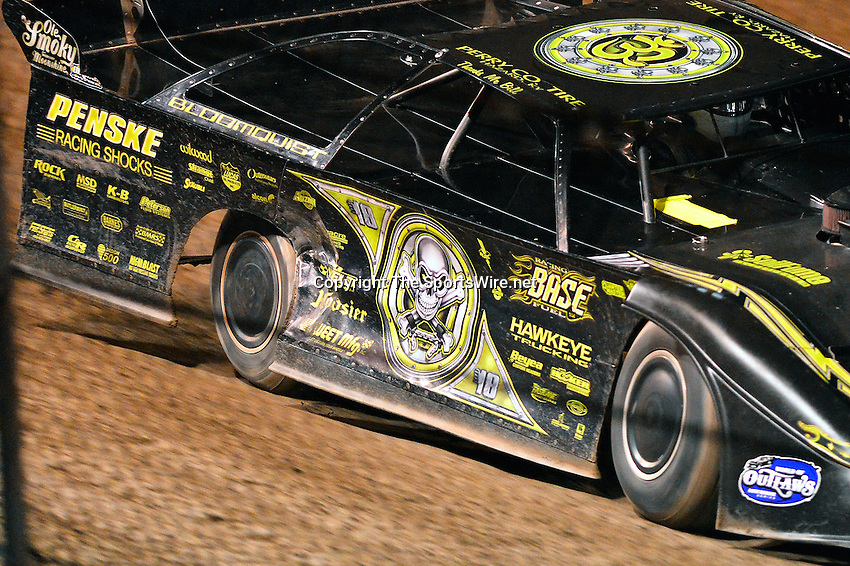 Feb 20, 2014; 7:48:00 PM;  Barberville, FL, USA;  World of Outlaws Late Model Series for 43rd Annual DIRTcar Nationals presented by Summit Racing Equipment at Volusia Speedway Park.  Mandatory Credit: (thesportswire.net)