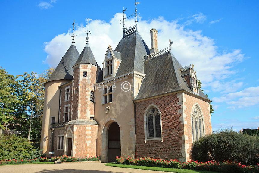 France, Cher (18), Saint-Florent-sur-Cher, le château actuellement la mairie, le pavillon d'entrée // France, Cher, Saint Florent sur Cher, the entrance of the castle