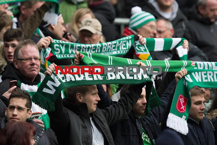 19.03.2016, Weser Stadion, Bremen, GER, 1.FBL. Werder Bremen vs FSV Mainz 05, im Bild<br /> <br /> Feature Fans Werder Mit Schal<br /> <br /> Foto &copy; nordphoto / Kokenge