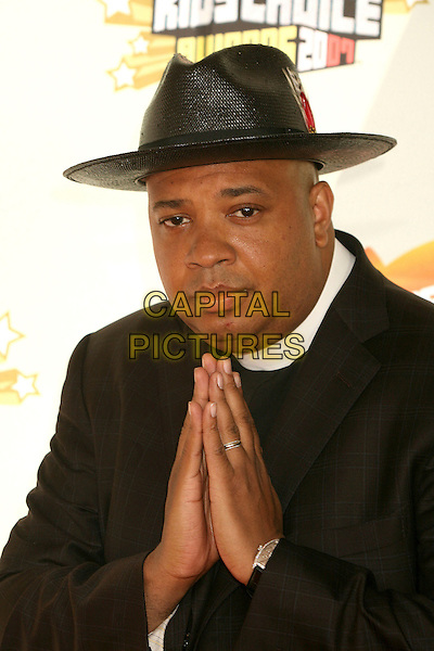 JOSEPH SIMMONS AKA Reverend Run.Nickelodeon's 20th Annual Kids' Choice Awards at UCLA's Pauley Pavilion, Westwood, California , USA,  .31 March 2007..half length black hat hands praying gesture pose.CAP/ADM/BP.©Byron Purvis/AdMedia/Capital Pictures.