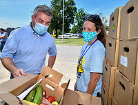 Locally grown vegetables like corn, potatoes, squash, carrots, and apples will now be a part of the meal pickup for Jefferson County families  at meal sites throughout the county thanks to  U.S. Department of Agriculture grant. <br /> <br /> Kentucky Agricultural Commissioner Ryan Quarles and JCPS Employee Christina Ashley