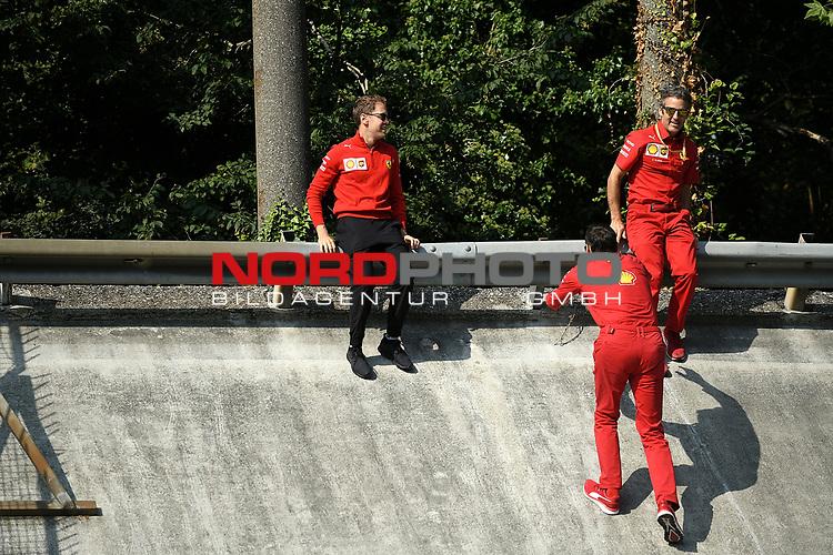 05.09.2019, Autodromo Nazionale di Monza, Monza, FORMULA 1 GRAN PREMIO HEINEKEN D'ITALIA 2019<br />,im Bild<br />Sebastian Vettel (GER#5), Scuderia Ferrari Mission Winnow geht mit seinen Ingenieuren über die Strecke.Hier ist er an der alten Steilkurve.<br /> <br /> Foto © nordphoto / Bratic