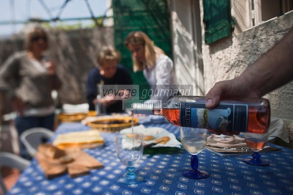 Europe/France/Provence-Alpes-Côte d'Azur/13/Bouches-du-Rhône/Marseille: Repas au cabanon d'Yves Darnaud, cabanonier à la Calanque de Sormiou