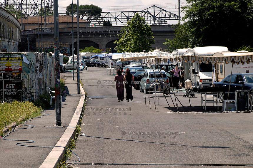 Rome, June 6, 2008 .Rom's camp of Campo Boario, Testaccio, inhabited from the Romani  Kalderasha..The police closed the area .