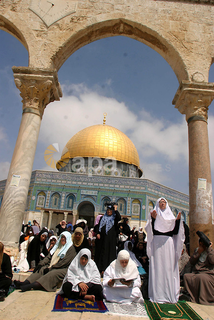 Palestinian worshippers pray outside the Dome of the Rock at the Al-Aqsa Mosque compound in Jerusalem during the second Friday prayers of Ramadan on September 4, 2009. Thousands of faithful Palestinians thronged the Al-Aqsa mosque compound in Jerusalem's old city to perform the second Friday prayers of the holy fasting month of Ramadan. Photo by Mahfouz Abu Turk