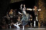 RAYMONDA..Choregraphie : PETIPA Marius,NOUREEV Rudolf.Compagnie : Ballet de l Opera National de Paris.Orchestre : Colone.Decor : GEORGIADIS Nicholas.Lumiere : PEYRAT Serge.Costumes : GEORGIADIS Nicholas.Avec :.LE RICHE Nicolas:Abderam.GILBERT Dorothee:Henriette.Lieu : Opera Garnier.Ville : Paris.Le : 30 11 2008.© Laurent PAILLIER / photosdedanse.com