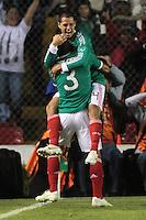 QUERETARO QRO. 11 Noviembre 2011. Foto de Javier Hernández y Carlos Salcido de la Selección Mexicana de Futbol celebrando la anotación durante el partido Amistoso contra la Selección de Serbia, celebrado en el Estadio La Corregidora.  FOTO: STRAFFONIMAGES/ VÍCTOR STRAFFON*CREDITO OBLIGATORIO* *NO ARCHIVO-NO VENTAS* *SOLO USO EDITORIAL*