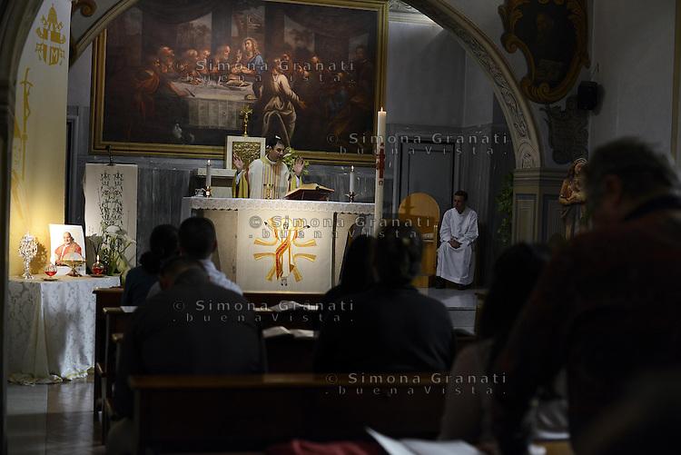 Roma, 26- 27 Aprile<br /> 2 Papi Santi<br /> Canonizzazione di Papa Giovanni Paolo II e Papa Giovanni XXIII.<br /> Messa nella cappella dell'Ospedale pediatrico Bambin Ges&ugrave; dove sono custodite le Reliquie dei due Papi Santi. Una ampolla di sangue di Papa Giovanni Paolo II e la Papalina di Papa Giovanni XXII che regal&ograve; ad un bambino durante la visita all'ospedale.<br /> Two Popes Saints.<br /> The canonization of the two Popes.<br /> Mass in the chapel of the Hospital Paediatric Child Jesus which houses the relics of the two Popes Saints. A vial of blood from Pope John Paul II and the papal skull cap of Pope John XXII, who gave it to a child during a visit to the hospital.