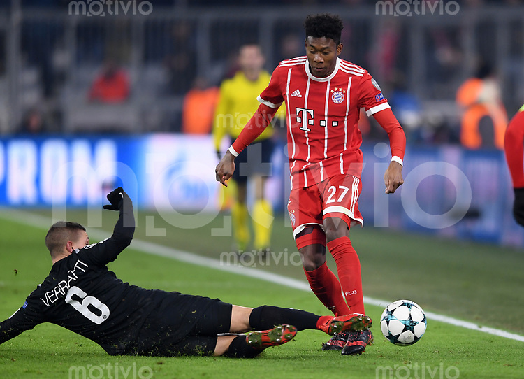FUSSBALL CHAMPIONS LEAGUE SAISON 2017/2018 GRUPPENPHASE FC Bayern Muenchen - Paris Saint-Germain               05.12.2017 Marco Verratti (li, Paris Saint-Germain) gegen David Alaba (re, FC Bayern Muenchen)