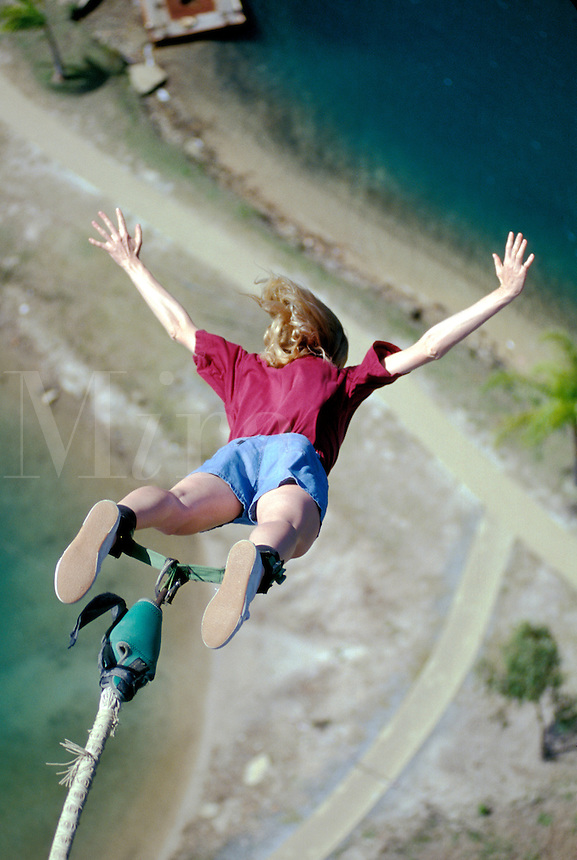 Australia, Gold Coast, woman bungy jumping