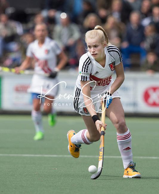 AMSTELVEEN -   Ilse Kapelle (A'dam)  tijdens de tweede halve finalewedstrijd in de Play offs tussen Amsterdam en  SCHC (2-0).  Amsterdam gaat door naar de finale. COPYRIGHT KOEN SUYK