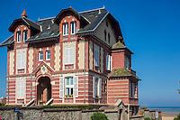 France, Calvados (14), Côte Fleurie, Houlgate: les villas du front de mer  - Villa Les Ondines //  France, Calvados, Côte Fleurie, Houlgate:  waterfront villas - Villa Les Ondines