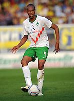 FUSSBALL   INTERNATIONALES TESTSPIEL  SAISON 2011/2012   SV Werder Bremen - Fenerbahce Istanbul               23.08.2011 NALDO (Bremen) am Ball