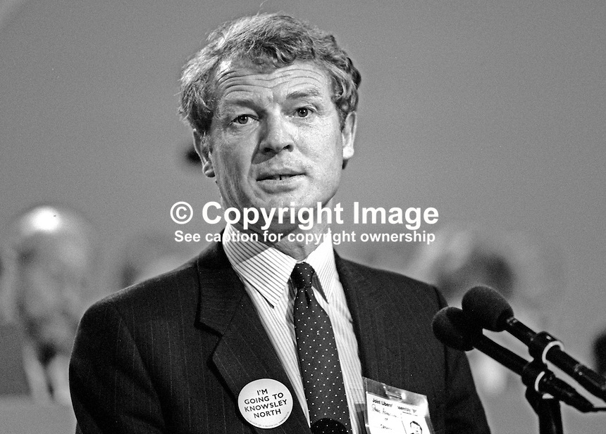 Paddy Ashdown, MP, Liberal Party, Yeovil, UK, on platform at his party's annual conference. 19860913PA1<br /> <br /> Copyright Image from Victor Patterson, 54 Dorchester Park, Belfast, UK, BT9 6RJ<br /> <br /> Tel: +44 28 9066 1296<br /> Mob: +44 7802 353836<br /> Voicemail +44 20 8816 7153<br /> Skype: victorpattersonbelfast<br /> Email: victorpatterson@me.com<br /> Email: victorpatterson@ireland.com (back-up)<br /> <br /> IMPORTANT: If you wish to use this image or any other of my images please go to www.victorpatterson.com and click on the Terms &amp; Conditions. Then contact me by email or phone with the reference number(s) of the image(s) concerned.