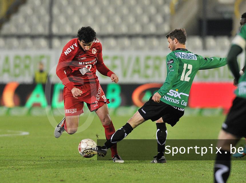 Cercle Brugge - KV Kortrijk : duel tussen Mario Carevic (links) en Frederik Boi.foto VDB / BART VANDENBROUCKE