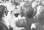 Ukrainische Bäuerinnen bei einem christlichen Gottesdienst zum Ernte-Dank-Fest durch einen deutschen Divisionspfarrer in einer urkainischen Kirche<br /> <br /> - 01.01.1943-31.12.1943<br /> <br /> Ukrainian peasant women during religious service on Thanksgiving day, held by a German military chaplain, in an Ukrainian church<br /> <br /> - 01.01.1943-31.12.1943
