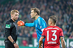01.12.2018, Weser Stadion, Bremen, GER, 1.FBL, Werder Bremen vs FC Bayern Muenchen, <br /> <br /> DFL REGULATIONS PROHIBIT ANY USE OF PHOTOGRAPHS AS IMAGE SEQUENCES AND/OR QUASI-VIDEO.<br /> <br />  im Bild<br /> <br /> Christian Dingert ( Schiedsrichter / Referee)<br /> Manuel Neuer (FC Bayern Muenchen #01)<br /> Rafinha (FC Bayern Muenchen #13)<br /> <br /> Foto &copy; nordphoto / Kokenge