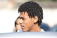 SAO PAULO, SP, 02/07/2012, ROMARINHO NO DETRAN.<br /> <br />  O heroi de La Bombonera, o jogador Romarinho do Corinthians foi visto  na manhã de hoje no Detran da Av. do Estado.<br />  Muito simpatico, distribuiu autografos aos corinthianos que por lá passaram.<br /> <br />  Luiz Guarnieri/ Brazil Photo Press
