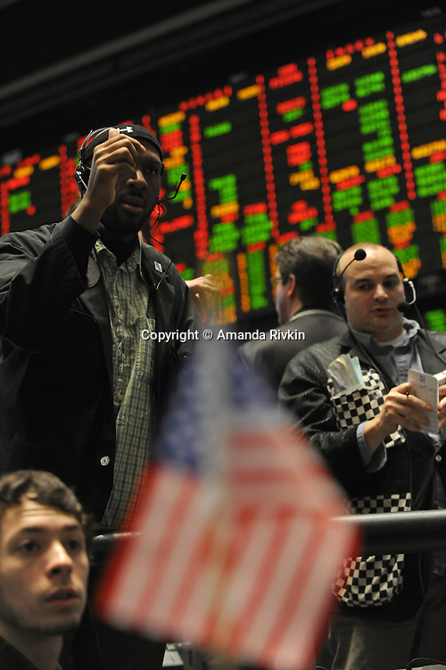 The S&P pit at the Chicago Mercantile Exchange at opening in Chicago, Illinois on February 11, 2009.  A day earlier, the Dow closed below 8,000 as investors reacted to details of Treasury Secretary Timothy Geithner's economic rescue package.