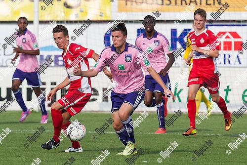 2014-07-26 / Voetbal / Seizoen 2014-2015 / Oefenwedstrijd / Hoogstraten VV-RSC Anderlecht beloften / Zeb Jacobs (Hoogstraten) in achtervolging op Oliver Sarkic (Anderlecht)<br /> <br /> Foto: Mpics.be